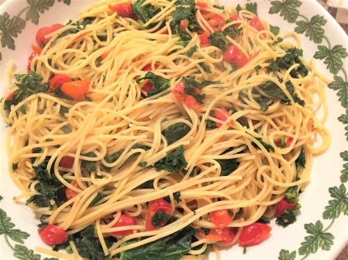 Spaghetti with Kale and Tomato